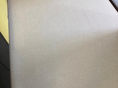 キッチン床の油汚れでお困りでは?床材の張替えで解決します!仙台のインテリア井上にご相談ください。