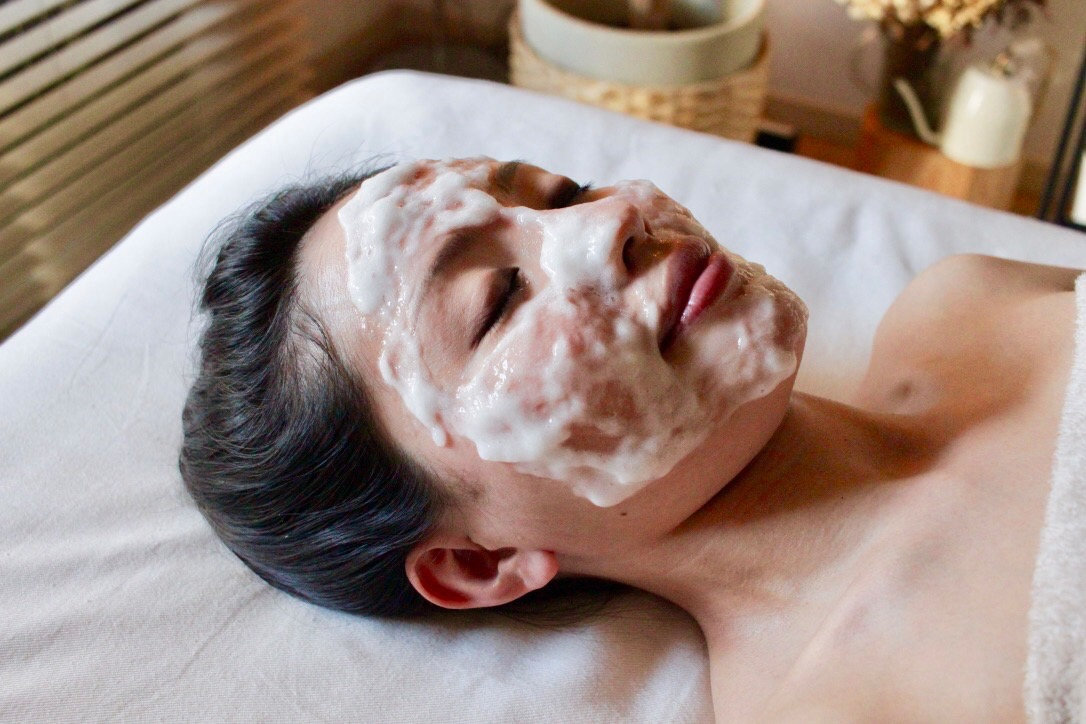 Whitening Co2 Pack Facial 60min