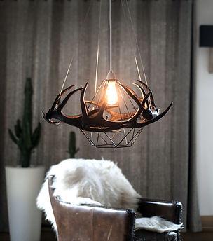 Anne Marmottan luminaires cerf résine al