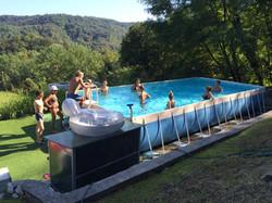 tutti in piscina