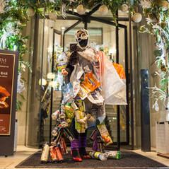 New looks: culture subventionnée avec votre poubelle ou traje dos trópicos para uma Européia lixuosa - foto: Emilie Salquèbre (2016)