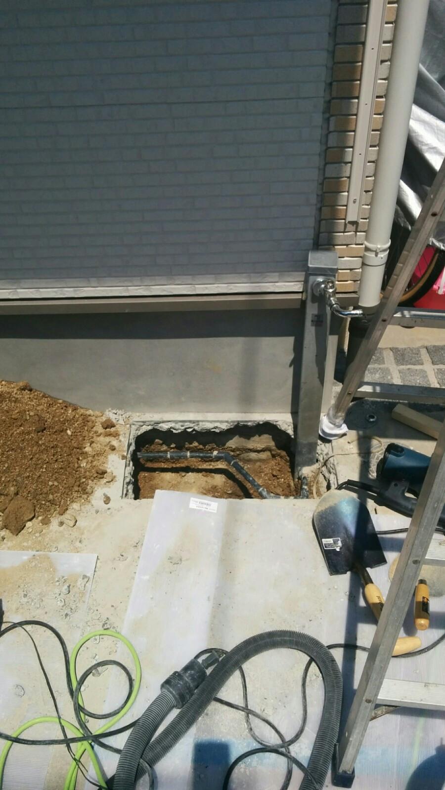 解体 斫り 配管前 散水