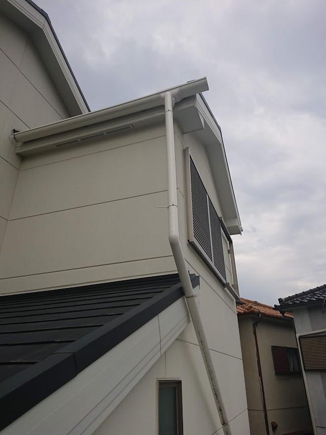 堺市 雨樋(1F玄関屋根上)配管改修工事 施工前