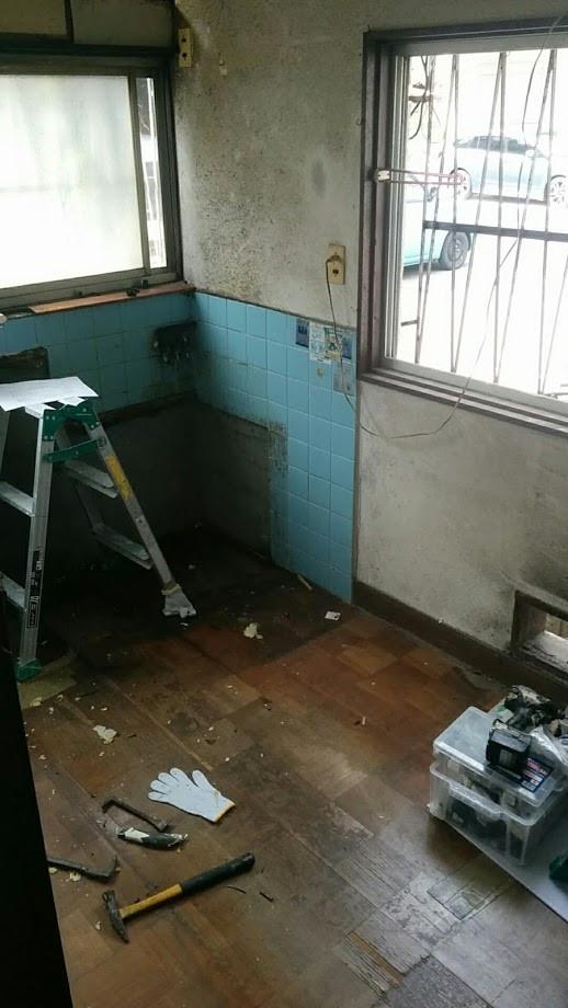 キッチン改装 解体中