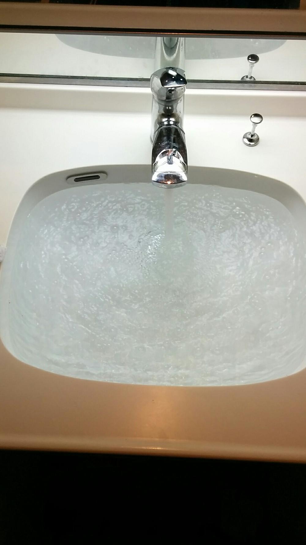 洗面ボウル設置後 排水テスト