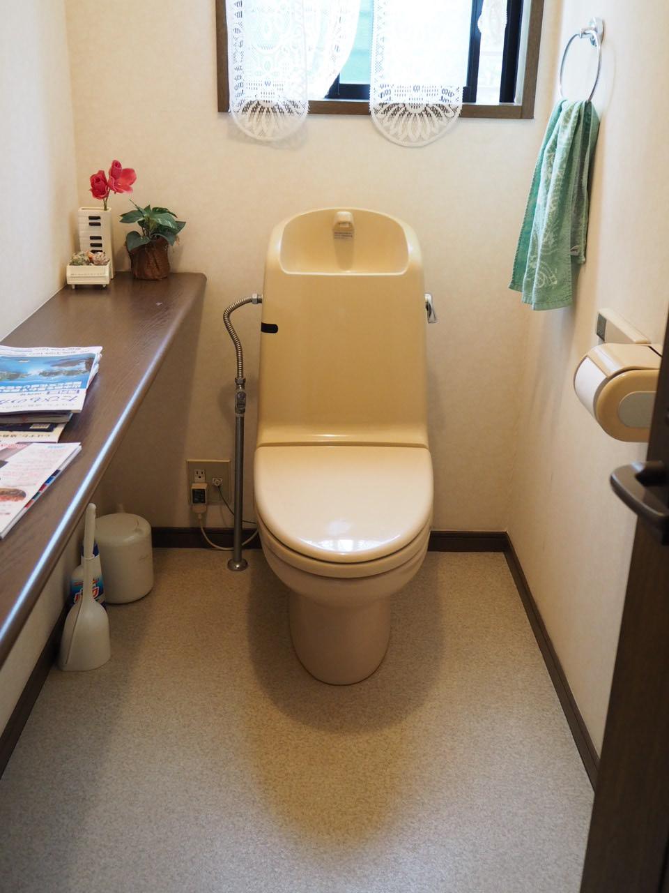 河内長野市 LIXIL ベーシア一体型便器 トイレ化工事 施工前