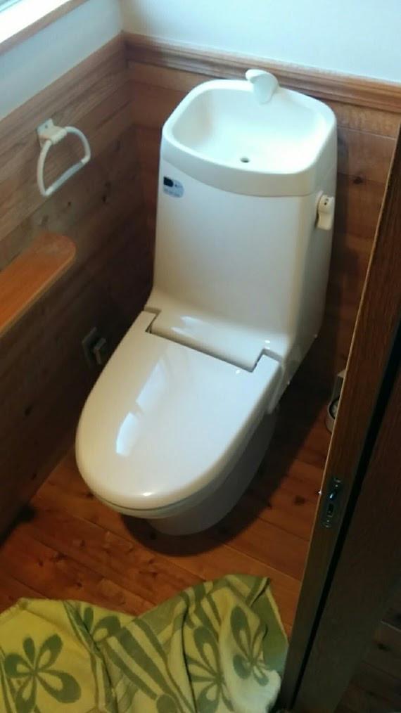 京都府 LIXIL ベーシアシャワートイレ一体型トイレ 取替工事 施工前