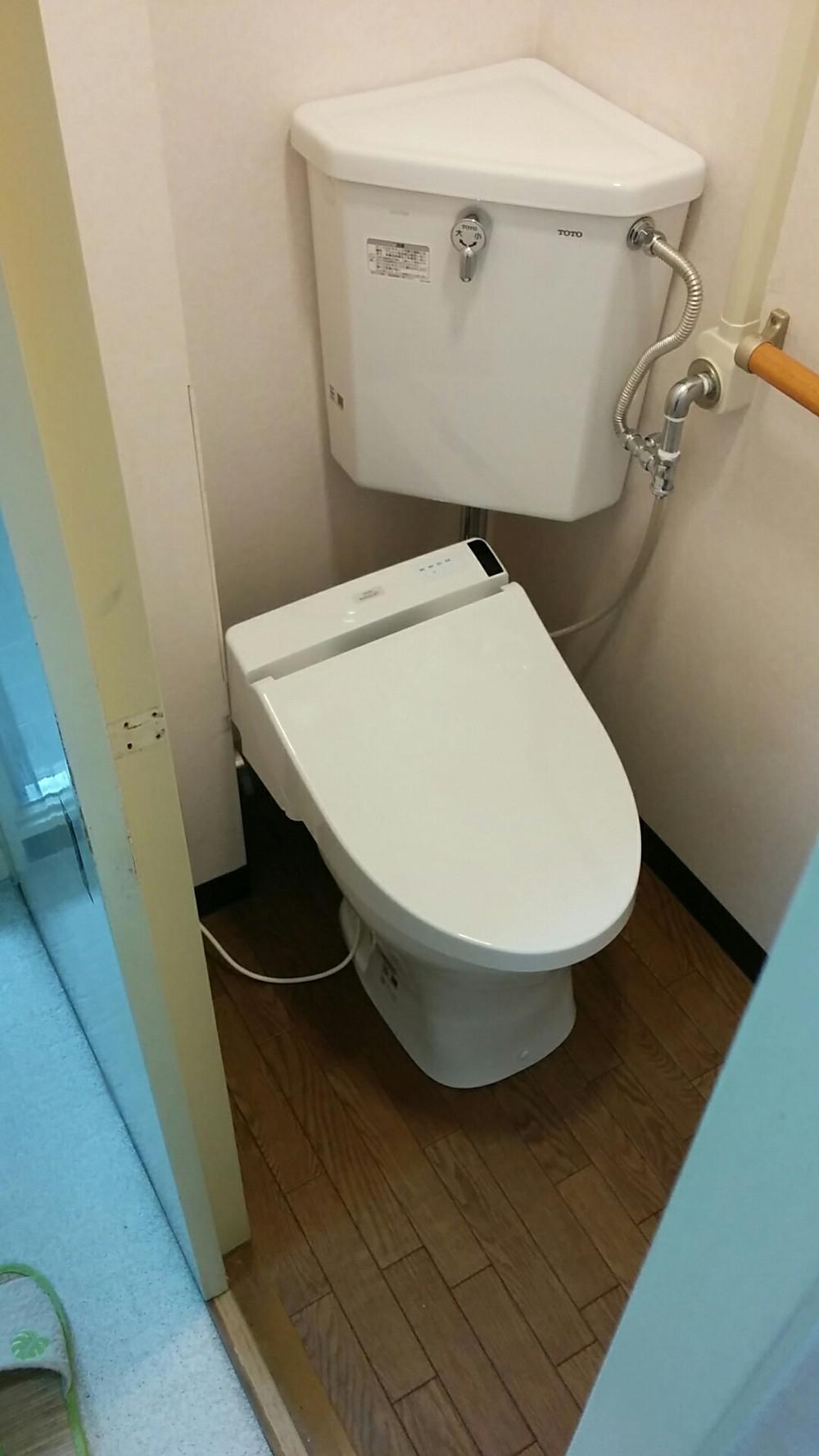 明石市 トイレ改装工事 施工後 隅付きタンク