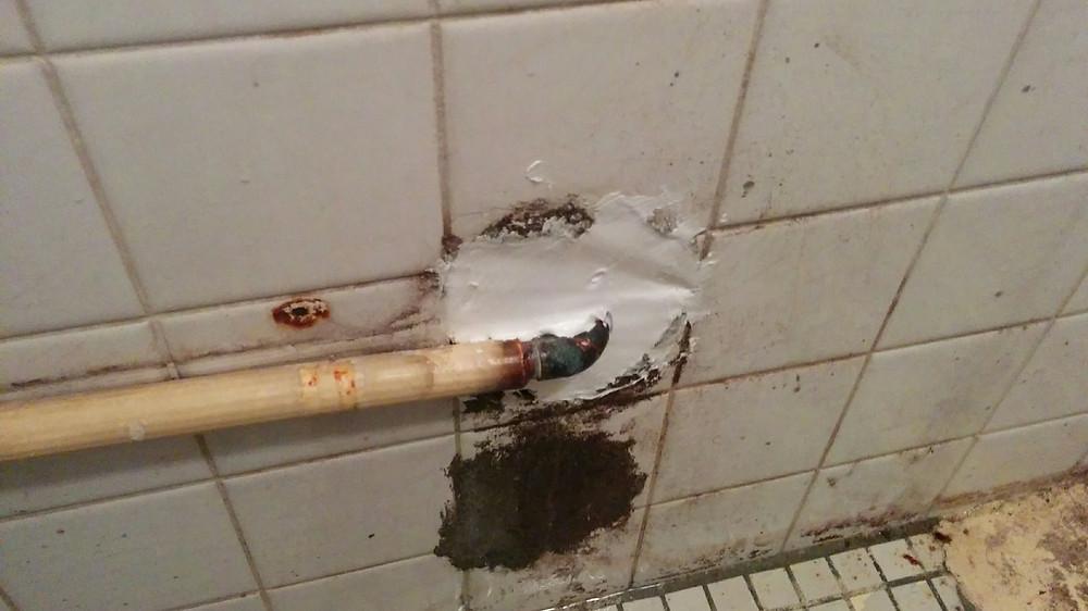 漏水修理 給湯管 穴仕舞