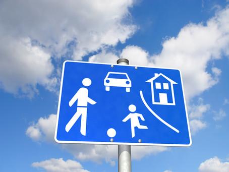 """41 km/h in verkehrsberuhigter Zone - Fahrverbot? """"Schritttempo"""" genügt nicht dem Bestimmtheitsgebot"""
