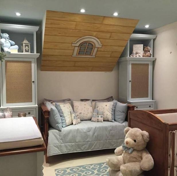 Decoração-de-quarto-de-bebê-azul-com-vár