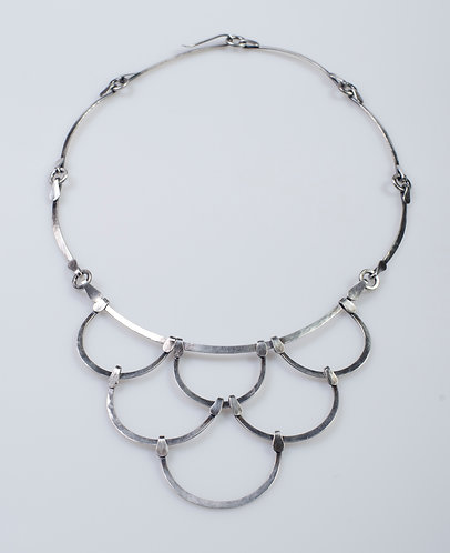 N120 Forged Scallop Link Necklace