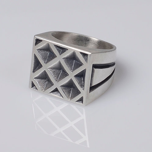 R25 Signet Ring with Square Details