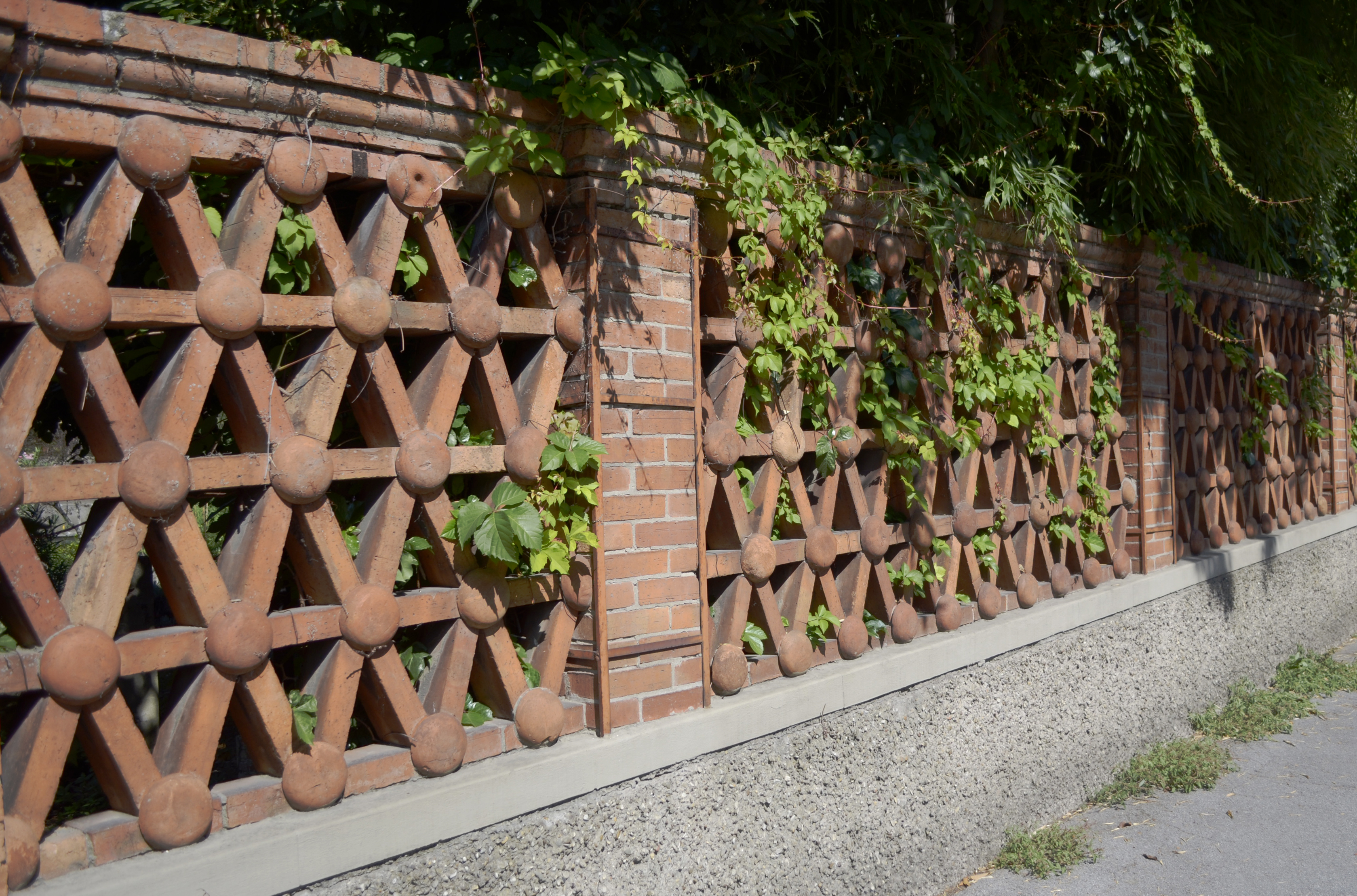 FFlorentine brick fencing detail