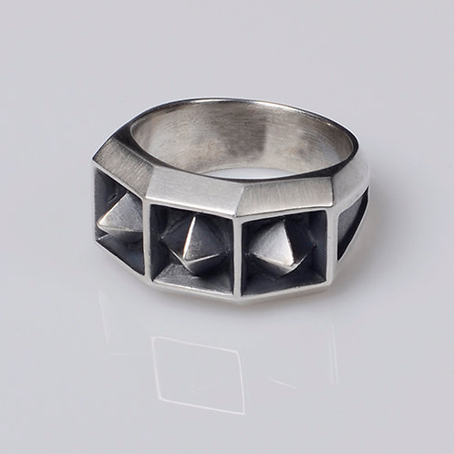 R61 Pointed Coffers Ring