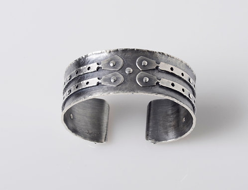 B155 Medieval Double Strap Cuff