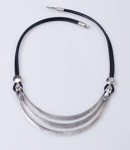 N25 Hammered Collar