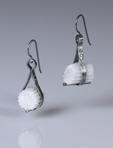 Rivet Strap Swing Fragment Earrings