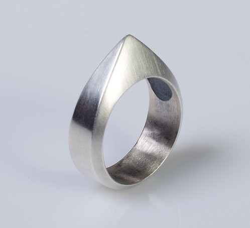 R2 Point Ring