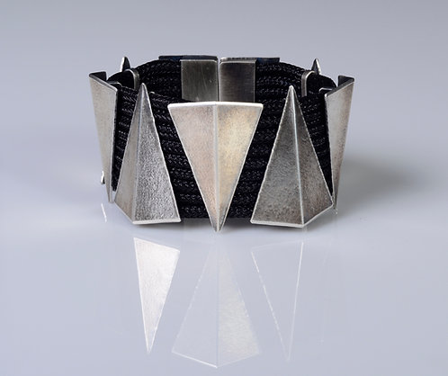B410 Folded Triangle Cuff