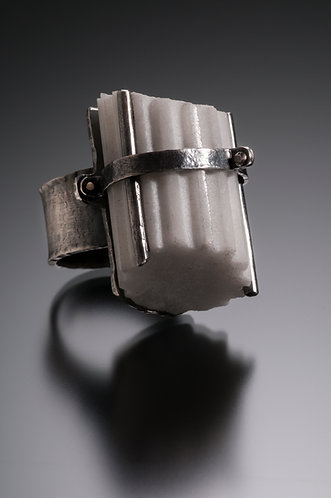 Strap and Posts Fragment Ring