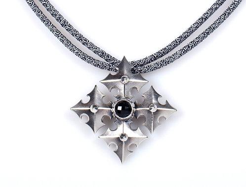 N 526 Quatrefloret Necklace