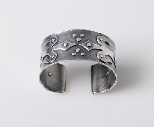 B61 Fleur de lis Cuff Bracelet