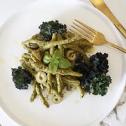 Filejia Spinaci med pesto, gröna oliver och ungsrostade flower sprouts