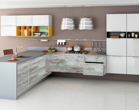 Светлый, удобный и функциональный интерьер кухни