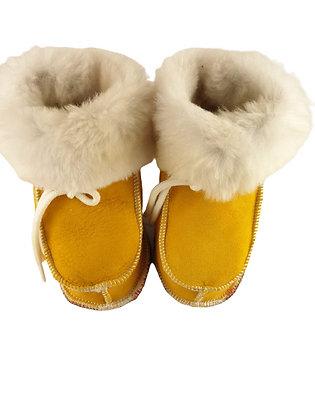 Baby lammeskinnstøfler med lammepels - gul