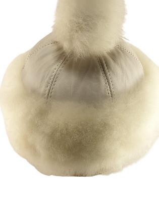 Casual lammeskinnslue med Toscana lammepels og dusk - hvit