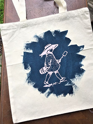 GIRL ON THE BEACH TOTE PINK AND NAVY