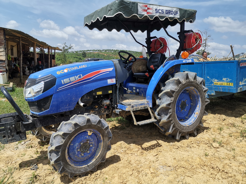 Advanced Agricultural Machinery Doubles Efficiency Durian Seedlings Growth 高端农机效率倍增榴梿苗成长