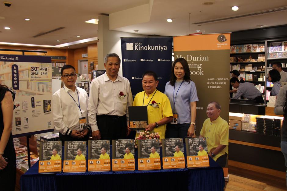 Wee Yong Geap go forward to Kinokuniya Bookstore 黄勇业前进纪伊国屋书店 签书分享会第二弹