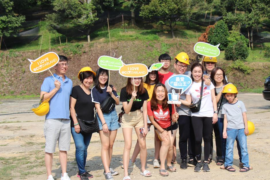Malacca Tourists visits FruitFarm 古城访客 乐游花果山享榴梿