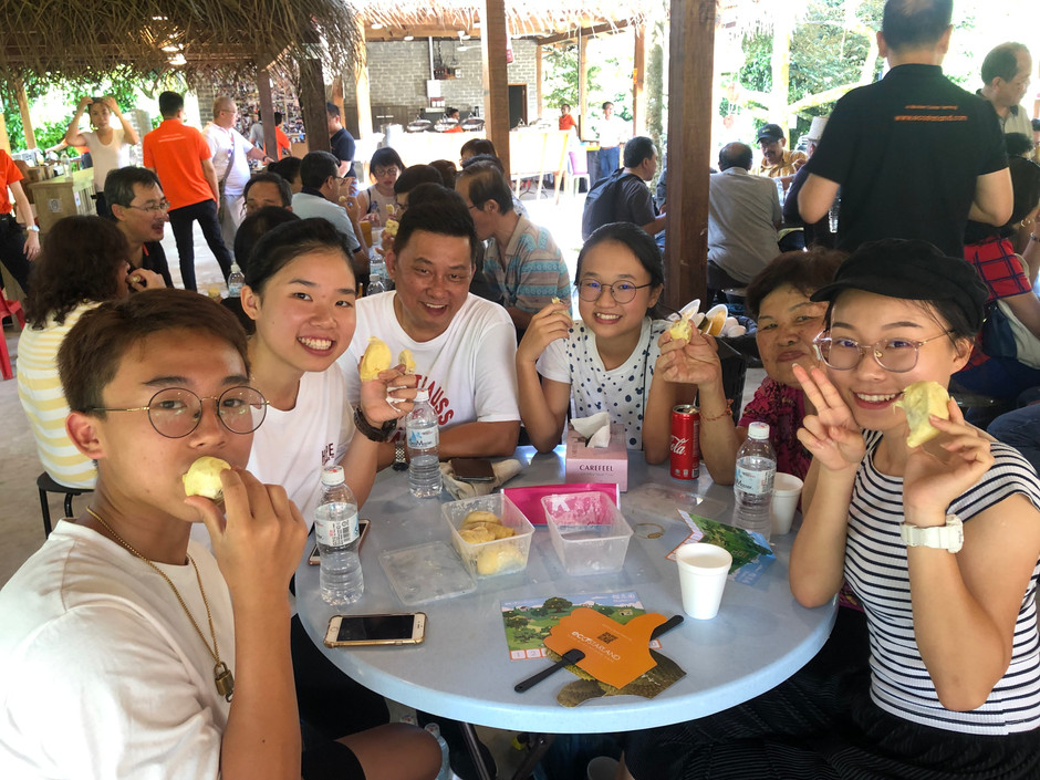90 Visitors from all over Malaysia gathered in DurioFarm 90名来自全马访客热闹齐聚榴恋园