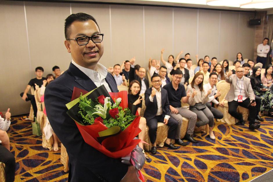 James Sir Holds A New Book Launch 亚洲首席被动收入演说家范俊俭 《财富自由学》新书发布会