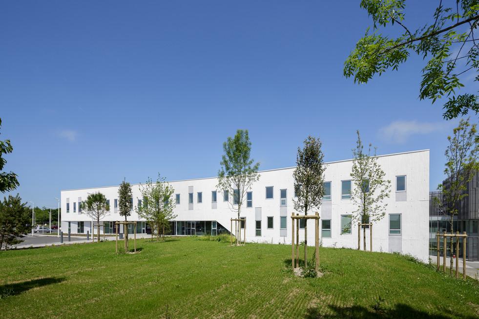 Maison-des-Consultations---AIA-Agence-Lo