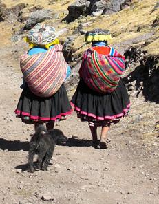 Women on Ausangate Mountain