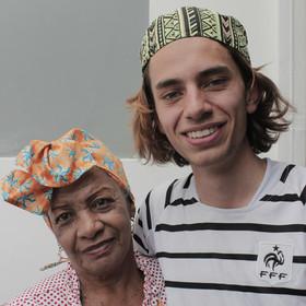 Deyanira Valdés comparte con Samuel Madrid la tradición e historia de los togos africanos, prendas que otorgan autoridad y dignidad a su portador.