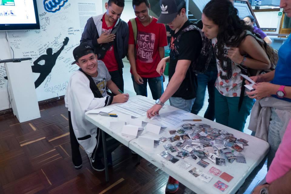 Intercambio de imágenes en el Colombo Americano