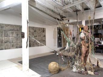 ATTACHMENT/DETACHMENT, Exposición y performance de Antonio Puri