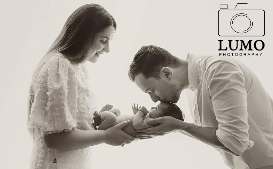 newborn photographer at home