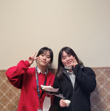 Mentor Mentee Program: from left to right, Yeoram Bella Seo (mentor) and Yelin Kim (mentee)