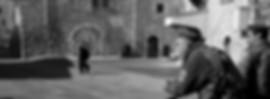 אילוסטרציה - פלסטיני עובר ברחוב ושני חיילים בתצפית