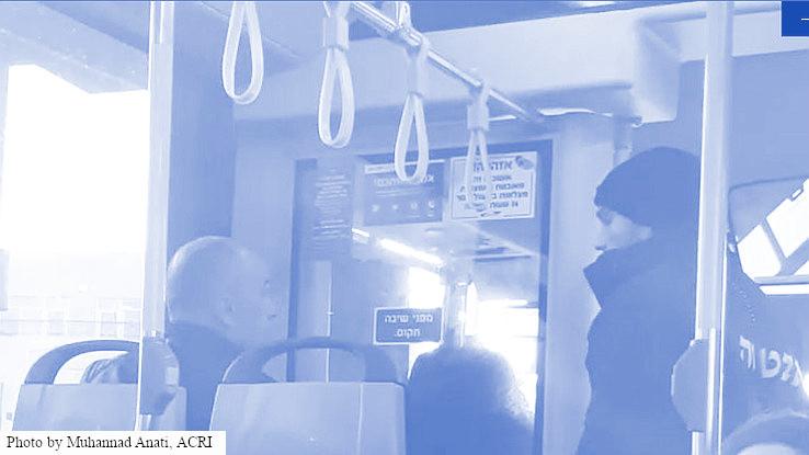 נוסע ומאבטח באוטובוס