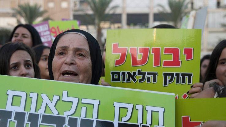 """שלט בהפגנה - """"יבוטל חוק הלאום"""""""