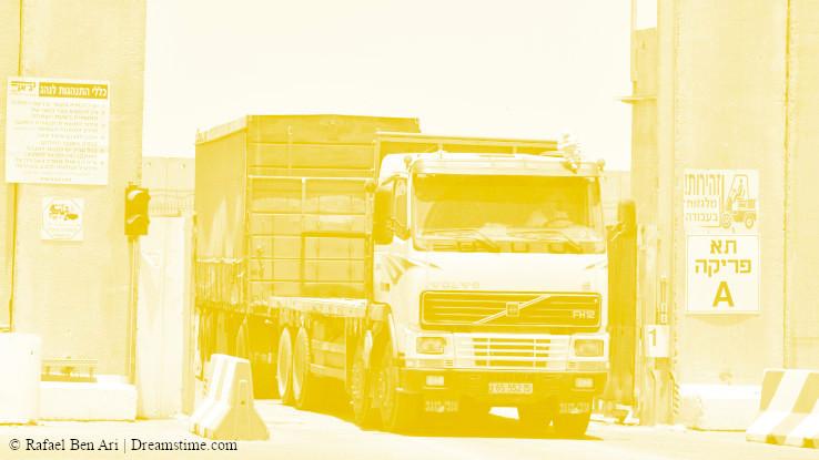 אילוסטרציה - משאית במעבר כרם שלום