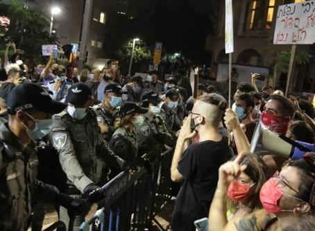 צילום מפגינים על ידי שוטרים באמצעות טלפון נייד