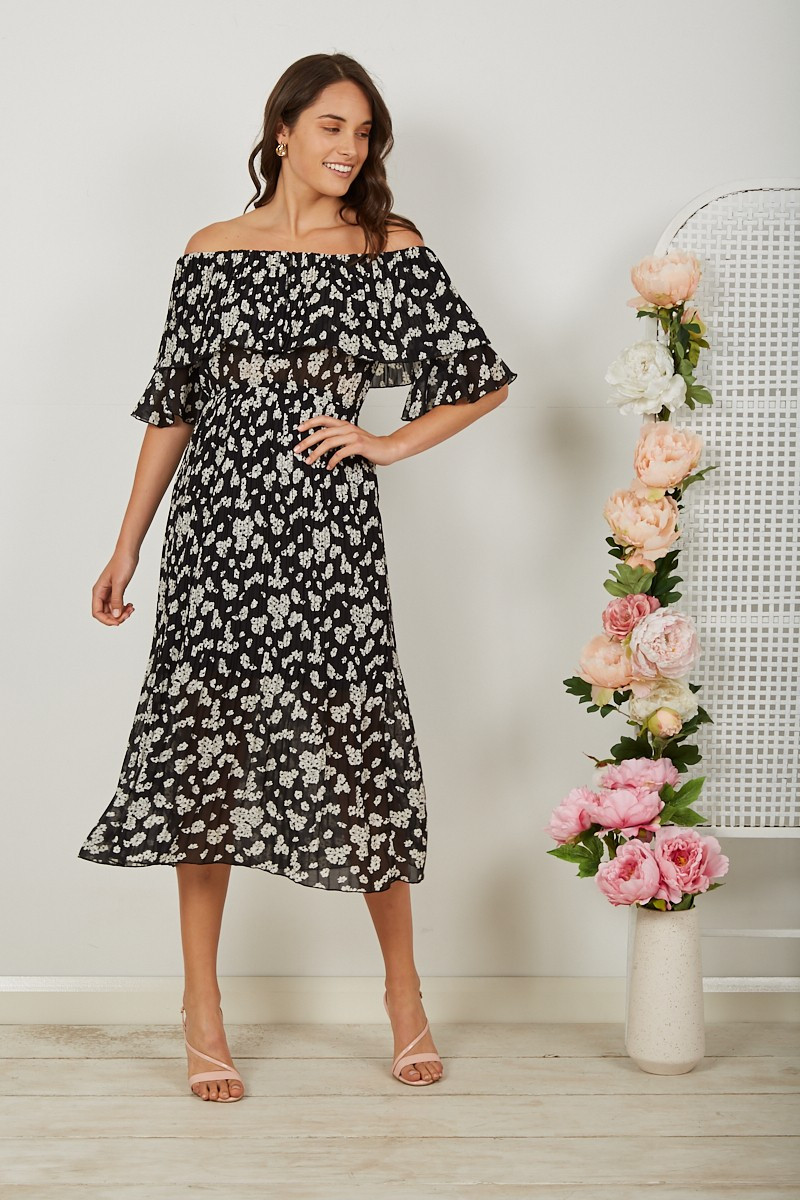 Pierre Pleated Dress In Black With White Floral $79.90